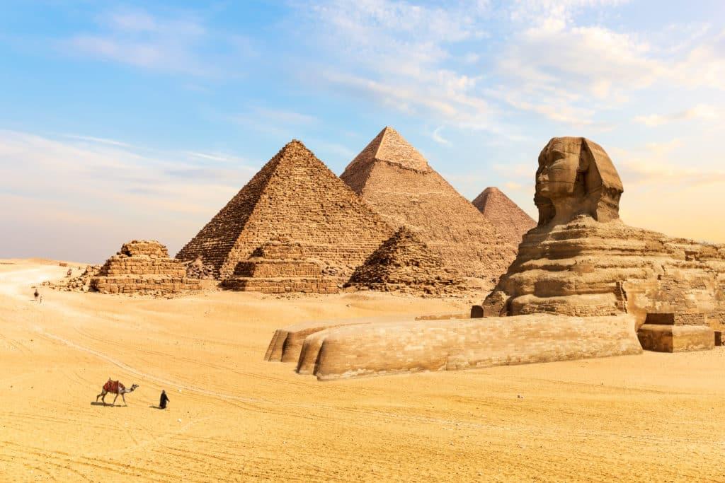Die Pyramiden von Gizeh und Sphinx in Kairo