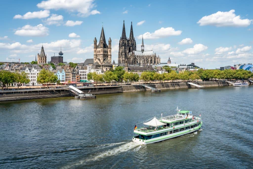 Bootsfahrt auf dem Rhein in Köln