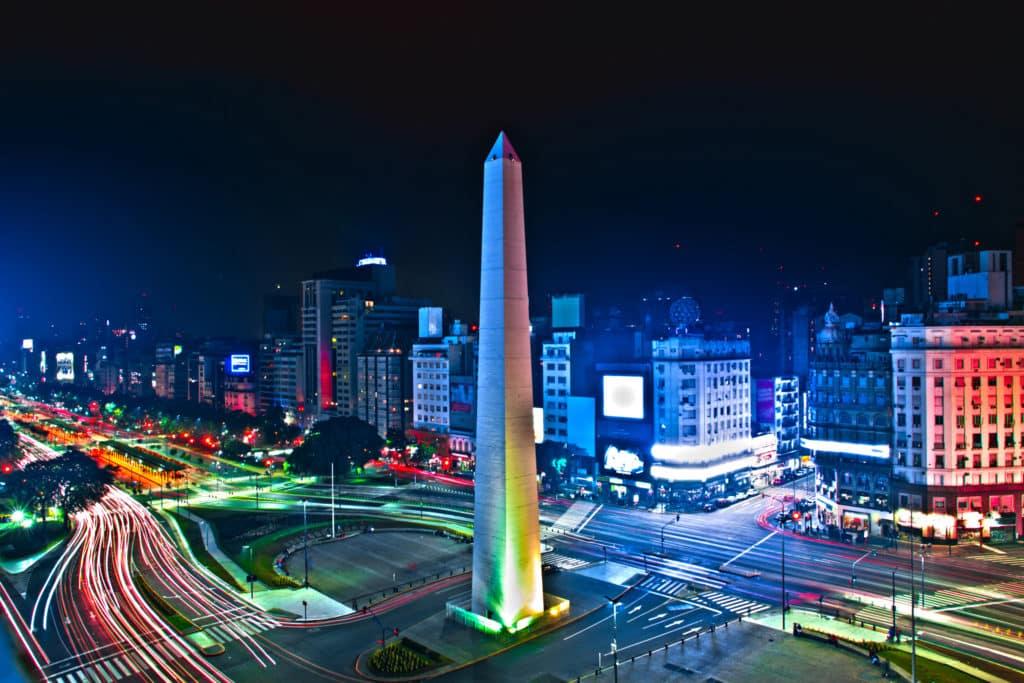 Avenida 9 de Julio mit dem Obelisk